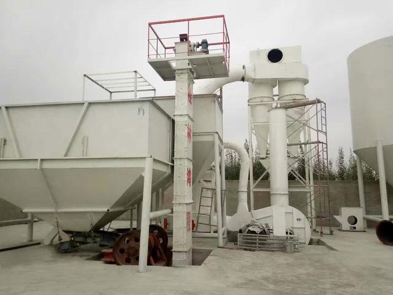 新型雷蒙磨粉机钾长石石灰石干法磨粉机雷蒙磨机
