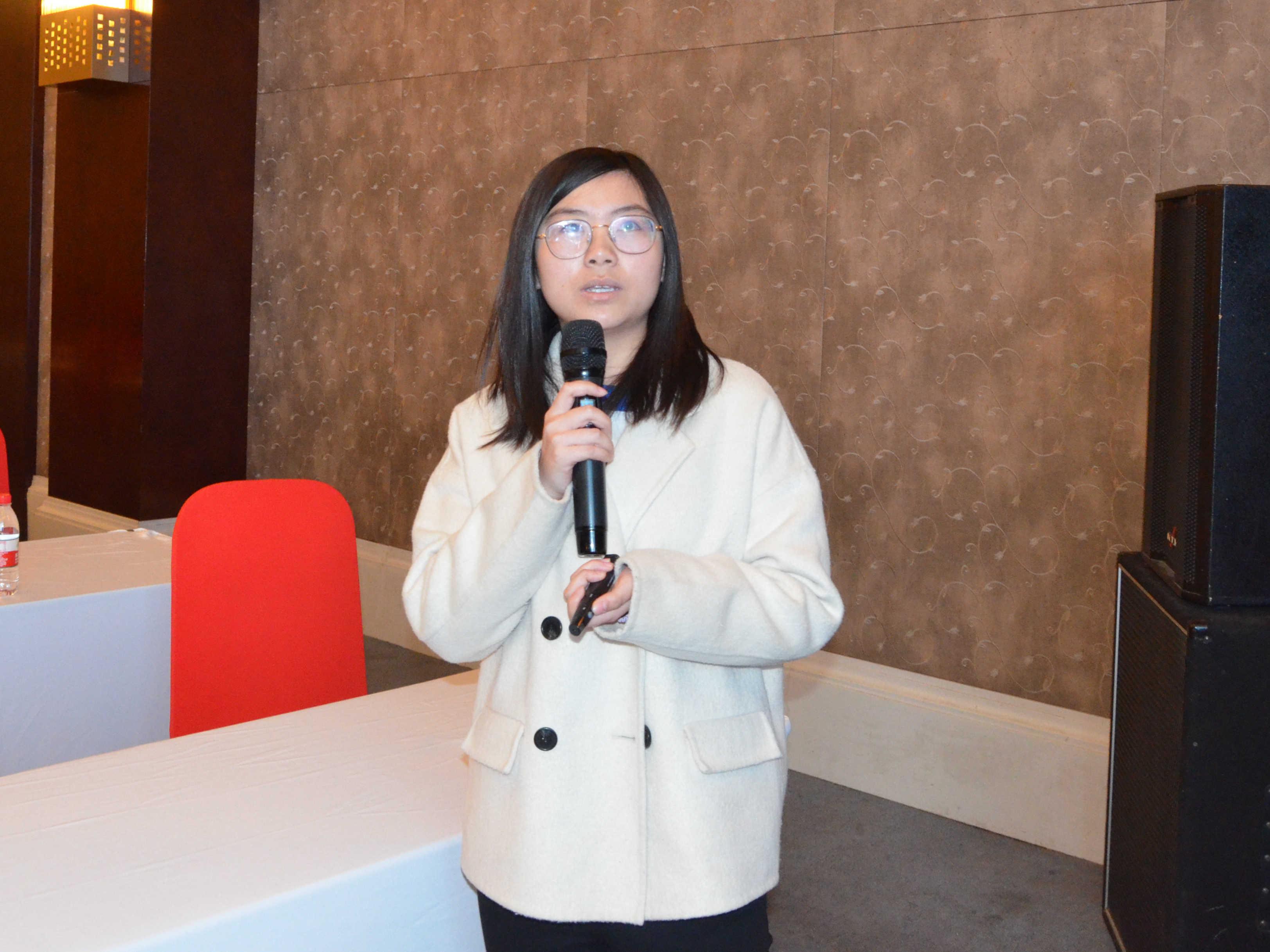 中国地质大学(北京)教授丁浩(孙思佳博士代)作《矿物基无机抗菌材料的制备与应用》专题报告