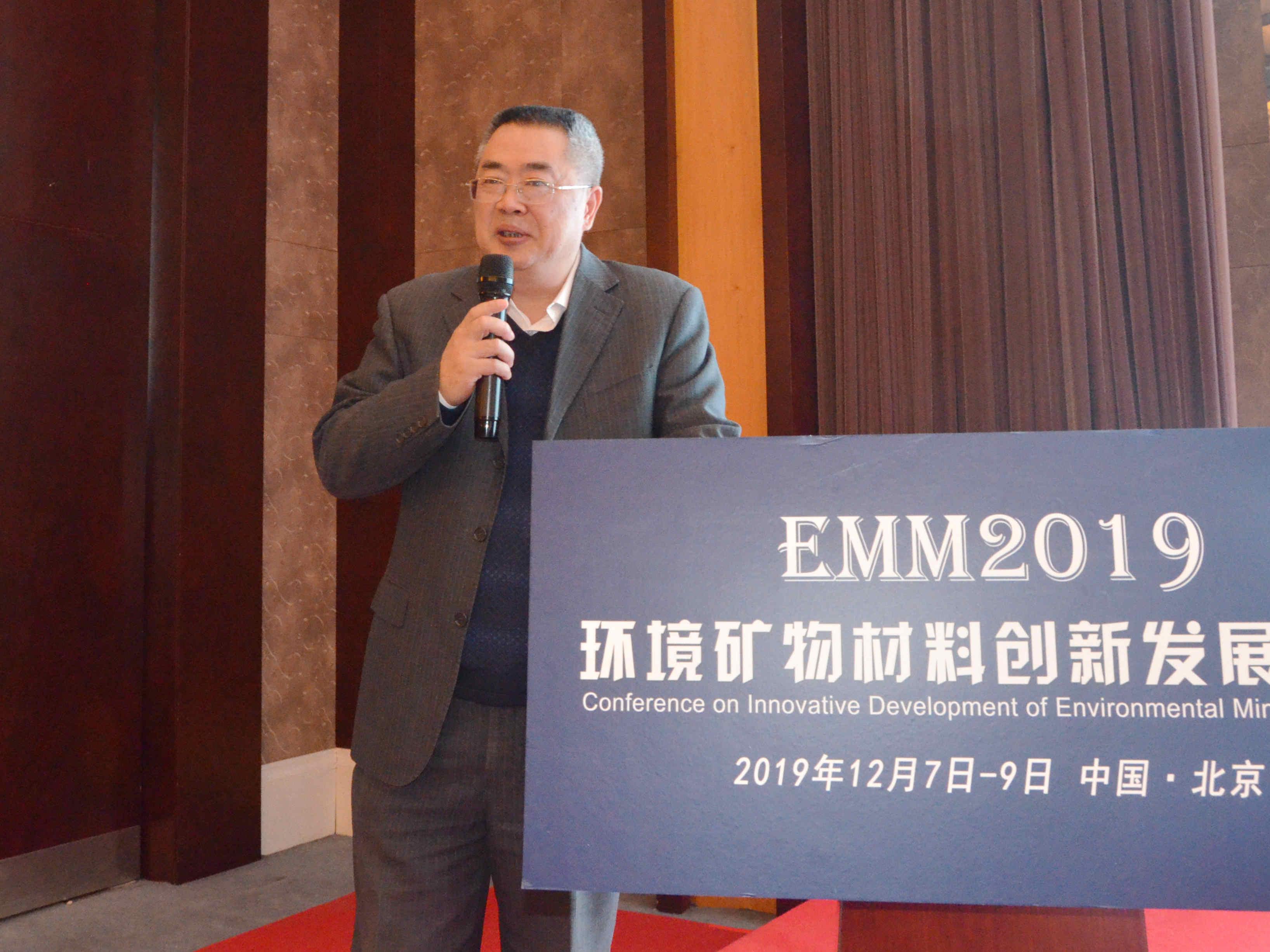 中国矿业大学(北京)教授何绪文作《矿井水利用理念、模式与技术创新》专题报告
